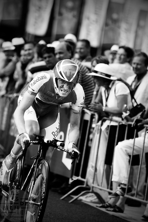 Dennis Mentsjov bij de proloog van de Tour de France in Rotterdam.<br /> <br /> Dennis Mentsjov at the prologue of the Tour de France 2010 in Rotterdam.