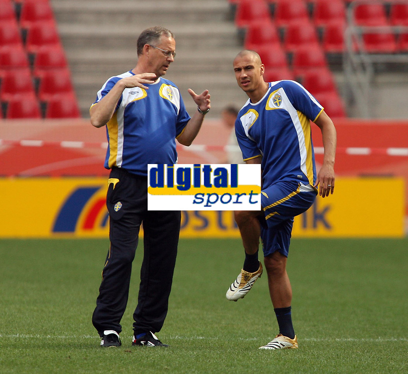 Photo: Chris Ratcliffe.<br />Sweden Training Session. FIFA World Cup 2006. 19/06/2006.<br />Lars Lagerback (L) the Sweden coach chats with Henrik Larsson.