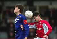 Fotball - Belgisk liga 2002/2003 <br /> GBA v Mons 08.12.2002<br /> Petter Rudi - Beerschot<br /> Olivier Baudry - Mons<br /> Foto: Jimmy Bolcina, Digitalsport