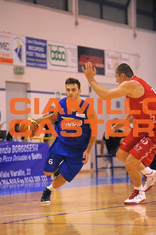 DESCRIZIONE : Borgosesia Torneo di Varallo Lega A 2011-12 EA7 Emporio Armani Milano Novipiu Casale Monferrato<br /> GIOCATORE : Stefano Gentile<br /> CATEGORIA :  Palleggio<br /> SQUADRA : Novipiu Casale Monferrato<br /> EVENTO : Campionato Lega A 2011-2012<br /> GARA : EA7 Emporio Armani Milano Novipiu Casale Monferrato<br /> DATA : 10/09/2011<br /> SPORT : Pallacanestro<br /> AUTORE : Agenzia Ciamillo-Castoria/A.Dealberto<br /> Galleria : Lega Basket A 2011-2012<br /> Fotonotizia : Borgosesia Torneo di Varallo Lega A 2011-12 EA7 Emporio Armani Milano Novipiu Casale Monferrato<br /> Predefinita :
