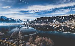 THEMENBILD - Blick über den Zeller See auf auf die Stadt Zell am See mit der Schmitten, das Gletscherskigebiet Kitzsteinhorn, Schüttdorf und winterlicher Landschaft aufgenommen am 14. Feber 2015, Zell am See, Österreich // View over the Zeller Lake to Zell am See and the Schmitten, the Kitzsteinhorn Galcier Ski Resort, Schüttdorf and winter landscape in Zell am See, Austria on 2015/02/14. EXPA Pictures © 2015, PhotoCredit: EXPA/ JFK