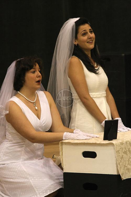 Vira Slywotzky and Maya Lahyani in Cosi fan tutte