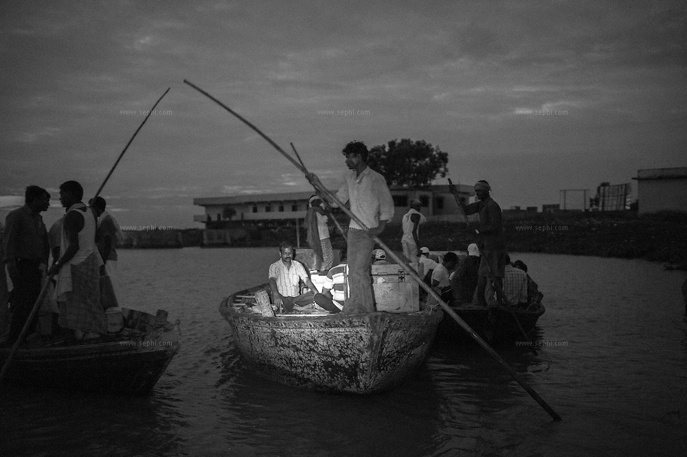 5:00am sharp. The boats with the vaccinator teams and the vaccine leave. The vaccine will be distributed to more than two hunders villages on the flood plains of the Kosi river. Kusheshwar Asthan east, Bihar