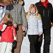 AUD/Lech/20110219 - Fotosessie Nederlandse Koninklijke Familie 2011 op wintersport in Lech, Willem Alexander en partner Maxima, kinderen Amalia,  Alexia, Beatrix