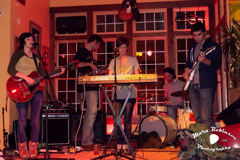 Shiny Penny at Lemon Grove photo by Cleveland music photographer Mara Robinson: Kristen Ward, Jim Ward, Eric Schulte, Liz Kelly, Rick Spitalksy