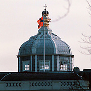 61ste verjaardag van koninging Beatrix Huis ten Bosch Den Haag, de vlag van Beatrix en Claus in top