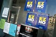 Spanje, Tudela, 12-2-2005..Oproep om nee te stemmen bij het referendum over de europese gropndwet. In Spanje kan men zondag naar de stembus om zich uit te spreken. De regering houdt een grote publiciteitscampagne om voor te stemmen. de linkse partij Izquierda Unida is tegen. Tudela ligt in de streek Navarra. EU, europa...Foto: Flip Franssen/Hollandse Hoogte