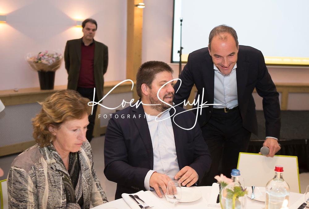 AMERSFOORT -  Bondscoach Max Caldas met KNHB voorzitter Erik Cornelissen.  Spelerslunch 2016 , Nederlands team . COPYRIGHT KOEN SUYK