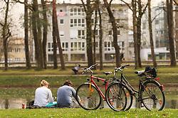 THEMENBILD - zwei Personen sitzen neben ihren Fahrrädern im Gras vor dem Teich des Volksgartens, aufgenommen am 05. April 2016 in Salzburg, Oesterreich // two people sitting next to their bicycles in the grass in front of the pond of the Volksgarten, on 2016/04/05 in Salzburg, Austria. EXPA Pictures © 2016, PhotoCredit: EXPA/ JFK