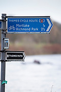 Mortlake, Greater London. 11th December 2019, Oxford Women's University Trial Eights, Signposts,  Putney to Mortlake, River Thames, [Mandatary Credit: Peter SPURRIER/Intersport Images],