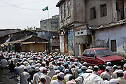 On the main road through Dharavi muslims pray on  a friday afternoon on 21st Oct 2006. An estimated 70% of Dharavi's population is muslim.