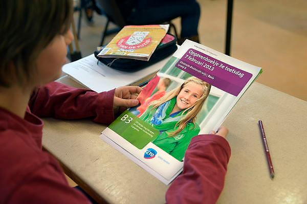 Nederland, Ubbergen, 7-2-2013Een leerling van groep 8 van een basisschool in Nijmegen maakt de cito toets.Foto: Flip Franssen/Hollandse Hoogte