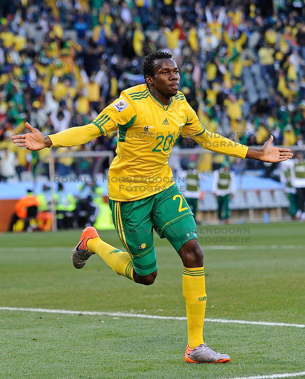 22-06-2010 VOETBAL: FIFA WORLDCUP 2010 FRANKRIJK - ZUID AFRIKA: JOHANNESBURG <br /> Bongani Khumalo of South Africa celebrates scoring the 1st goal<br /> ©2010-FRH- NPH/ Marc Atkins (Netherlands only)