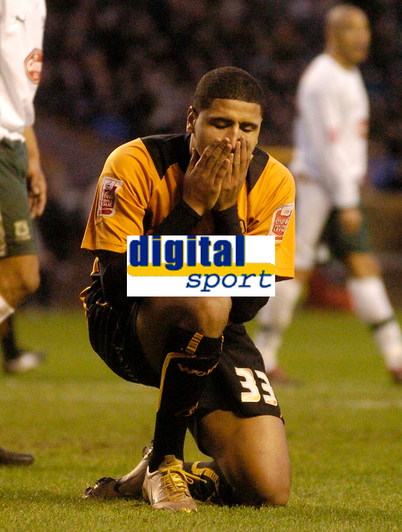 Photo: Glyn Thomas.<br />Wolverhampton Wanderers v Plymouth Argyle. Coca Cola Championship. 31/12/2005.<br />Wolves' Leon Clarke cannot believe he has missed a great chance to score.