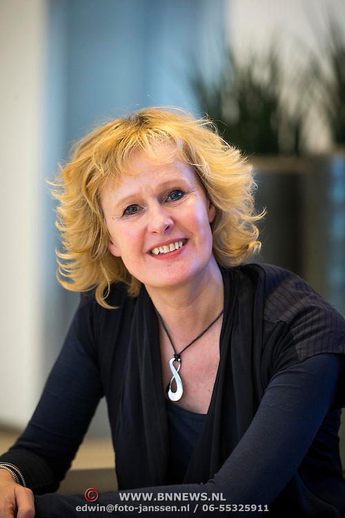 NLD/Amsterdam//20140323 - Perspresentatie musicalbewerking Moeder, Ik Wil Bij De Revu, Carline Brouwer