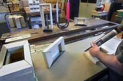 Nederland, Nijmegen,1-5-2012TBSers van de Pompekliniek maken in de eigen werkplaats producten.Foto: Flip Franssen/Hollandse Hoogte