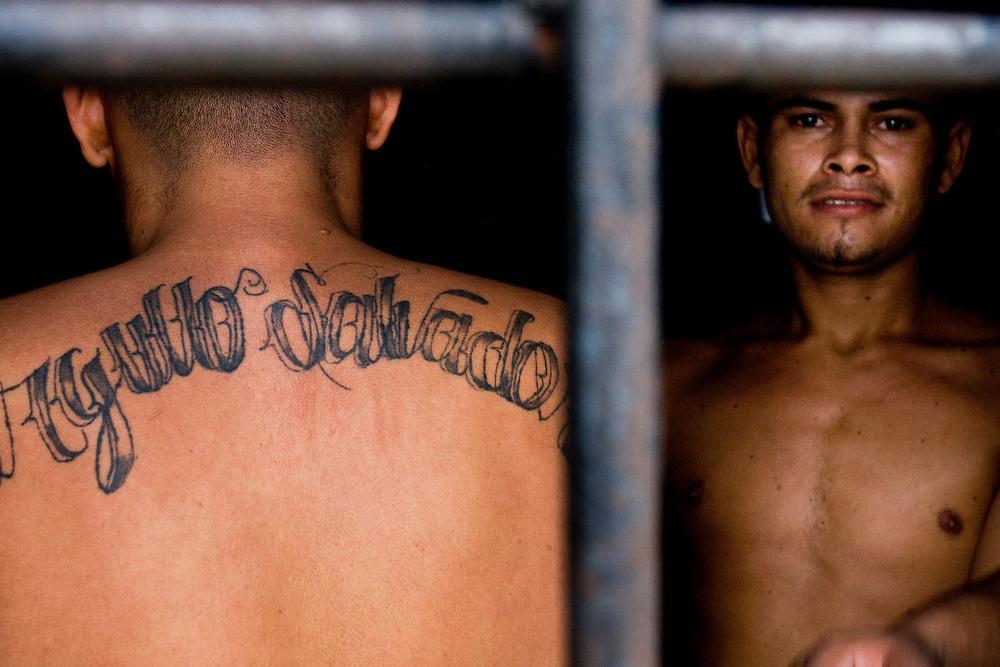 Jailed gangmembers in Ciuadad Arce.
