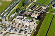 Nederland, Noord-Holland, Zaandstad, 20-04-2015; Kalverpolder, Zaanse Schans, openlucht museum met historische houten huizen, winkels, werkplaatsen oude ambachten en molens aan oevers van rivier de Zaan. Parkeerterrien voor toeristen.<br /> Outdoor museum Zaanse Schans, historic windmills, workshops and houses. <br /> luchtfoto (toeslag op standard tarieven);<br /> aerial photo (additional fee required);<br /> copyright foto/photo Siebe Swart