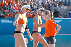 20180717 NED: CEV DELA Beach Volleyball European Championship day 3<br />Sanne Keizer (1), Madelein Meppelink (2) of The Netherlands with MINI of the Match<br />©2018-FotoHoogendoorn.nl