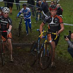 GOW competitie Enschede Per Wiggers (links) en Yannick Vrielink (rechts) streden om de winst tbij de nieuwelingen. Wiggers was de sterkste