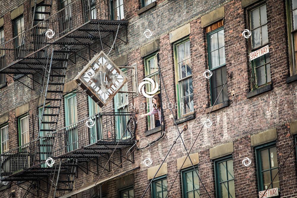 NEW YORK - In de Gansevoort St. op de filmset van 'How To Be Single'. Hier werd een korte scene opgenomen met actrice Alison Brie. De regisseur is Christian Ditter en cameraman Christian Rein. FOTO LEVIN & PAULA PHOTOGRAPHY VOF