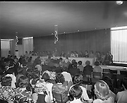 Seafood Cook in Rosslare 07/05/1976.05/07/1976.7th May 1976.Photograph of the prize giving ceremony of the B.I.M. National Fish Cookery Award at the Great Southern Hotel, Rosslare, Co. Wexford