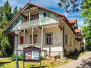 Szczawnica 2019-06.29. Stare, zabytkowe, budynki znajdujące się w Parku Górnym.