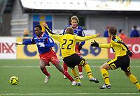 Fotball, Adecco-ligaen, 23.04.06, Tromsdalen - Moss<br /> Mohammed Ahamed (TUIL) overlister Tor Erik Moen (Moss)<br /> Foto: Tom Benjaminsen, Digitalsport
