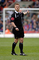 Photo: Daniel Hambury.<br />Crystal Palace v Watford. Coca Cola Championship. Play off Semi-Final, First Leg. 06/05/2006.<br />Referee Mark Jones.