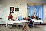 Una donna si riposa nei corridoi del reparto di ortopedia e traumatologia dell'ospedale pubblico Heodra di Leon dopo una seduta di dialisi.<br /> <br /> 8 maggio  2016 . Daniele Stefanini /  OneShot