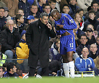 Photo: Lee Earle.<br /> Chelsea v Middlesbrough. The Barclays Premiership.<br /> 03/12/2005. Chelsea manager Jose Mourinho instructs William Gallas.