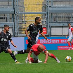 Fussball - 3.Bundesliga - Saison 2019/20<br /> Kaiserslautern -  Fritz-Walter-Stadion 20.6.2020<br /> 1. FC Kaiserslautern (fck) - KFC Uerdingen (uer)<br /> Hakim GUENOCHE (ue), Christian KISOMBI (KFC Uerdingen), Manfred STARKE (1. FC Kaiserslautern)<br /> <br /> Foto © PIX-Sportfotos *** Foto ist honorarpflichtig! *** Auf Anfrage in hoeherer Qualitaet/Aufloesung. Belegexemplar erbeten. Veroeffentlichung ausschliesslich fuer journalistisch-publizistische Zwecke. For editorial use only. DFL regulations prohibit any use of photographs as image sequences and/or quasi-video.