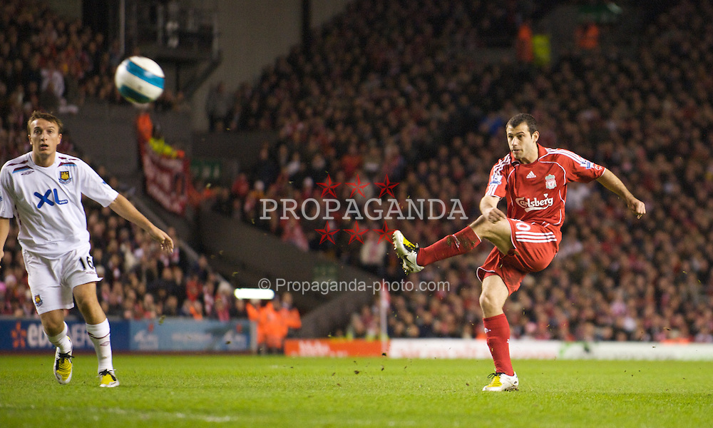 LIVERPOOL, ENGLAND - Wednesday, March 5, 2008: Liverpool's Javier Mascherano shoots against West Ham United during the Premiership match at Anfield. (Photo by David Rawcliffe/Propaganda)