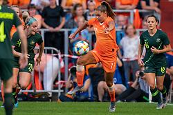 01-06-2019 NED: Netherlands - Australia, Eindhoven<br /> <br /> Friendly match in Philips stadion Eindhoven. Netherlands win 3-0 / Ellie Carpenter #21 of Australia, Lieke Martens #11 of The Netherlands, Hayley Raso #16 of Australia