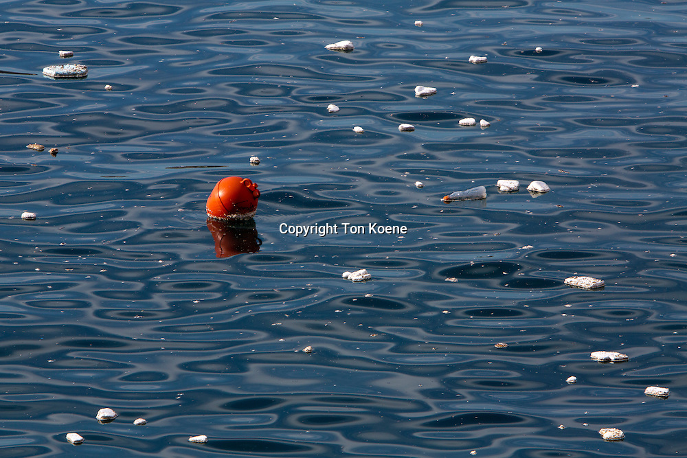 plastic pollution at the Italian coast near Naples