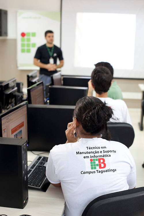 Taguatinga_DF, Brasil.<br /> <br /> Instituto Federal Campus Taguatinga. Na foto curso do Pronatec Tecnico em Manutencao e Suporte em Informatica.<br /> <br /> Federal Institute of Taguatinga. In this photo Pronatec, course Technician Maintenance and Hardware Support.<br /> <br /> Foto: NIDIN SANCHES / NITRO