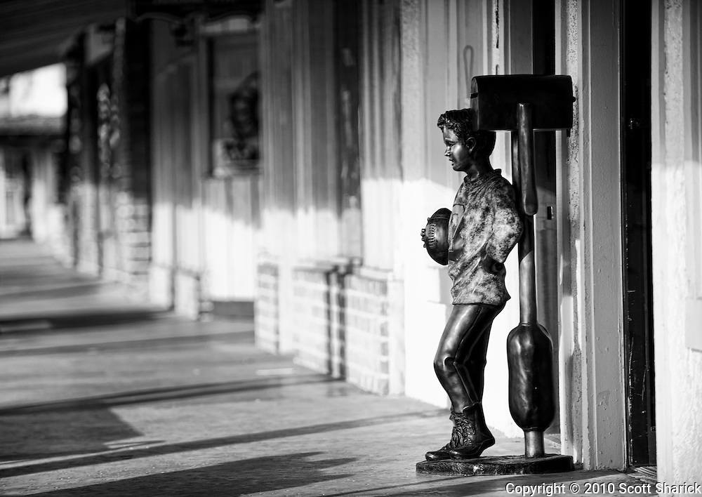 A lne statue stands watch over the sidwalk in Old Town Scottsdale, Arizona.