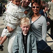 Opening Six Flags Dronten, Peter Douglas met vrouw en kinderen
