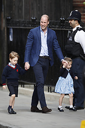 © Licensed to London News Pictures. 23/04/2018. London, UK. PRINCE WILLIAM,  Prince George and Princess Charlotte  arrive to visit THE DUCHESS OF CAMBRIDGE im the Lindo Wing at St Mary's Hospital in London. The Duchess gave birth to a baby boy earlier today. Photo credit: Peter Macdiarmid/LNP