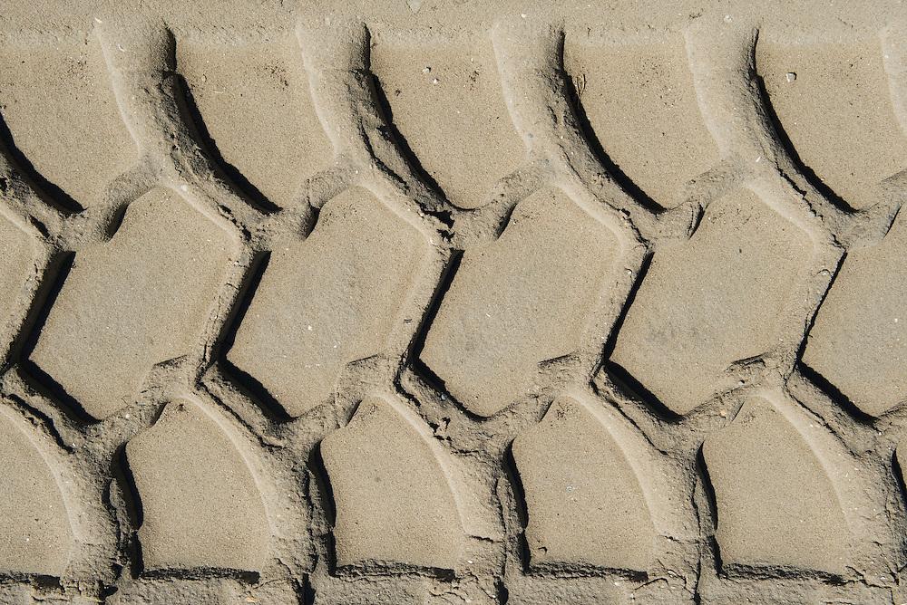 Nederland, Amsterdam, 8 april 2011.Sporen in zand van grote grondverzetmachines..Terrein op het zeeburgereiland bij Amsterdam wordt bouwrijp gemaakt..Foto (c)  Michiel Wijnbergh