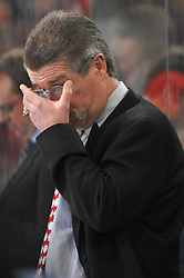 07.03.2010, TUI Arena, Hannover, GER, DEL, Hannover Scorpions vs Hamburg Freezers, im Bild Trainer Paul Gardner (Hamburg) rueckt seine Brille zurecht. Foto © nph Witke........ / SPORTIDA PHOTO AGENCY