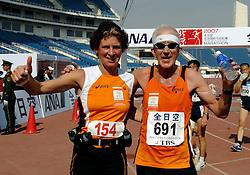 21-10-2007 ATLETIEK: ANA BEIJING MARATHON: BEIJING CHINA<br /> De Beijing Olympic Marathon Experience georganiseerd door NOC NSF en ATP is een groot succes geworden / Minister Gerda Verburg en 691<br /> ©2007-WWW.FOTOHOOGENDOORN.NL