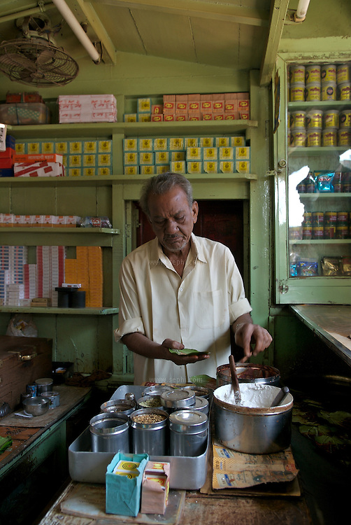 A Paan and smoke shop near the train station in Raipur, Chhattisgarh, January 2007
