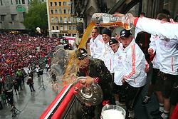 02.06.2013, Marienplatz, Muenchen, GER, FC Bayern Muenchen feiert das Pokal Triple. Das Fussbalteam des FC Bayern Muenchen ist der erste deutsche Team dass in einer Saison die Liga, den Cup und die Chapions League gewonnen hat, im Bild Anatoliy Tymoshchuk (L) of FC Bayern Muenchen has beer poured over him by his team mate Daniel van Buyten (R) // during FC Bayern Muenchen Champions party // after winning the triple of league, cup and Champions League, Berlin, Germany on 2013/06/02. EXPA Pictures © 2013, PhotoCredit: EXPA/ Eibner/ Eckhard Eibner<br /> <br /> ***** ATTENTION - OUT OF GER *****
