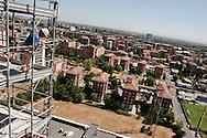 cantieri di edilizia residenziale alla periferia nord-est della città.              residence buildings yards at north-east periphery of the city.