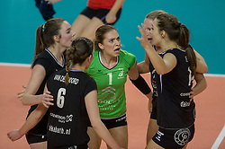 20-02-2016 NED: Coolen Alterno - Eurosped TVT, Almere<br /> Eurosped wint met 3-2 van Alterno en speelt morgen de finale / Rosita Blomenkamp #1 of Alterno,