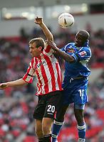 Fotball<br /> 2004/2005<br /> Foto: SBI/Digitalsport<br /> NORWAY ONLY<br /> <br /> Sunderland v Derby County<br /> Coca-Cola Championship, Stadium of Light, Sunderland 02/10/2004.<br /> <br /> Derby's Michael Johnson (R) wins an aerial battle with Sunderland's Chris Brown (L).