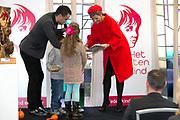 Koningin Máxima  bij de uitreiking van de Kind Centraal award van Stichting Vergeten Kind. De prijs ging dit jaar naar de opvanglocatie Kompaan en De Bocht in Goirle. de award gaat naar een opvanglocatie, initiatief, groep, persoon of fondsenwervende activiteit die zich buitengewoon inzet voor vergeten kinderen.<br /> <br /> <br /> Queen Máxima at the presentation of the Central Child Award Foundation Forgotten Child. The prize this year went to the reception center Kompaan and The Curve in Goirle. The award goes to a reception center, initiative, group, person or fundraising activity that extraordinary commitment to forgotten children.<br /> <br /> op de foto / On the photo: <br /> <br />  Koningin Maxima krijgt de Spannende Verhalenbundel overhandigd uit handen van oprichter Dinand Woesthoff en kinderen. <br /> <br /> Queen Maxima gets the Exciting short stories handed the hands of founder Woesthoff and children.