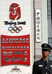17-10-2007 ALGEMEEN: VOORBEREIDINGEN OLYMPISCHE SPELEN BEIJING 2008: CHINA<br /> De Olympische klok op het Tiananmen - Plein van de Hemelse Vrede - Olympische Ringen - Het Nationaal Museum met de rode ster en vlaggen<br /> ©2007-WWW.FOTOHOOGENDOORN.NL *** Local Caption *** VOORBEREIDINGEN OLYMPISCHE SPELEN BEIJING 2008
