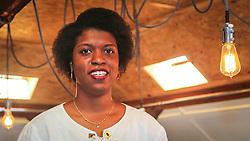 """PORTO ALEGRE, RS, BRASIL, 21-01-2017, 13h29'51"""":  Desiree dos Santos, 32, no Matehackers Hackerspace da Associação Cultural Vila Flores, no bairro Floresta da capital gaúcha. A  Consultora de Desenvolvimento de Software na empresa ThoughtWorks fala sobre as dificuldades enfrentadas por mulheres negras no mercado de trabalho.(Foto: Gustavo Roth / Agência Preview) © 21JAN17 Agência Preview - Banco de Imagens"""